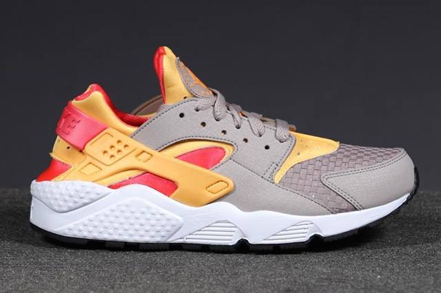 Nike WMNS Air Huarache Woven Atomic Mango Laser Crimson Womens Trainers