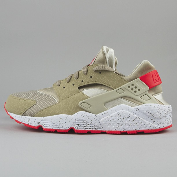 Nike Air Huarache LE Beige/Laser Crimson Men's Shoe