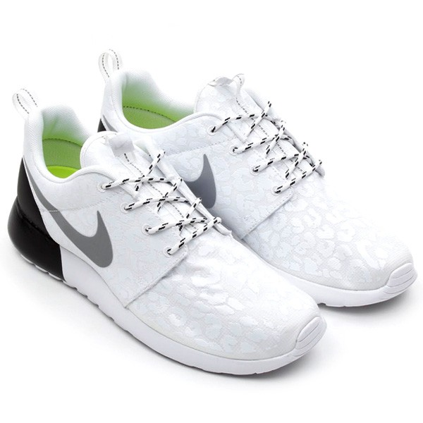 Nike WMNS Roshe Run Prm Premium Glow-in-the-dark Leopard Print Pack 525321-100 White/White-Black Womens Shoes Original