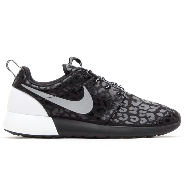 Nike WMNS Rosherun Roshe Run Premium Glow-in-the-dark Leopard Print Pack 525321-001 Black/Black-White Womens Shoes Original