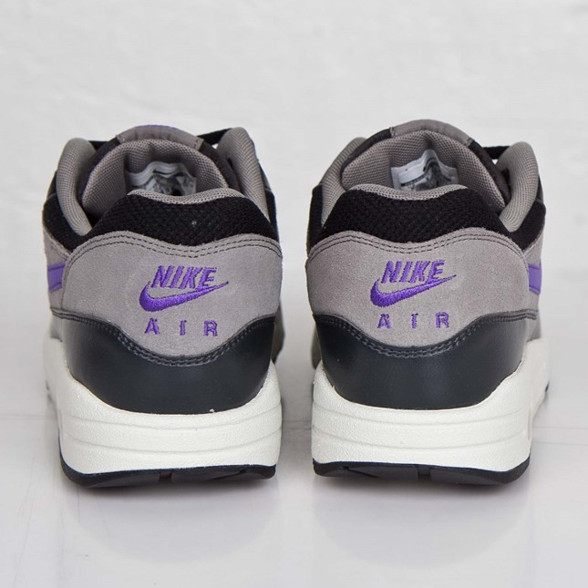 Price $71 Nike Air Max 1 Essential 537383 005 Black Hyper